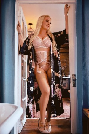 Haylana escort girl in Lakewood, erotic massage