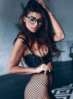 Lucette live escort in Wellington