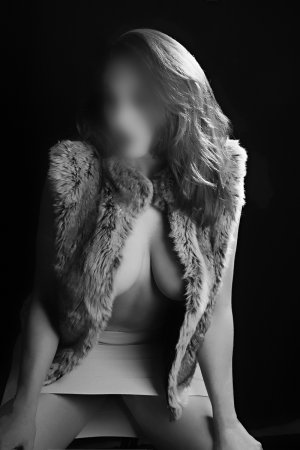 Mayrine happy ending massage in Valley Falls, call girl