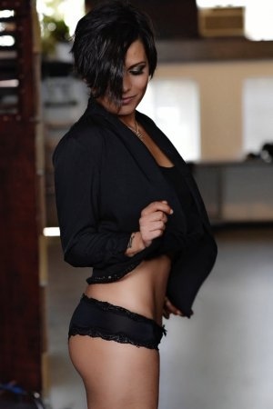 Ilyona erotic massage, escort girls
